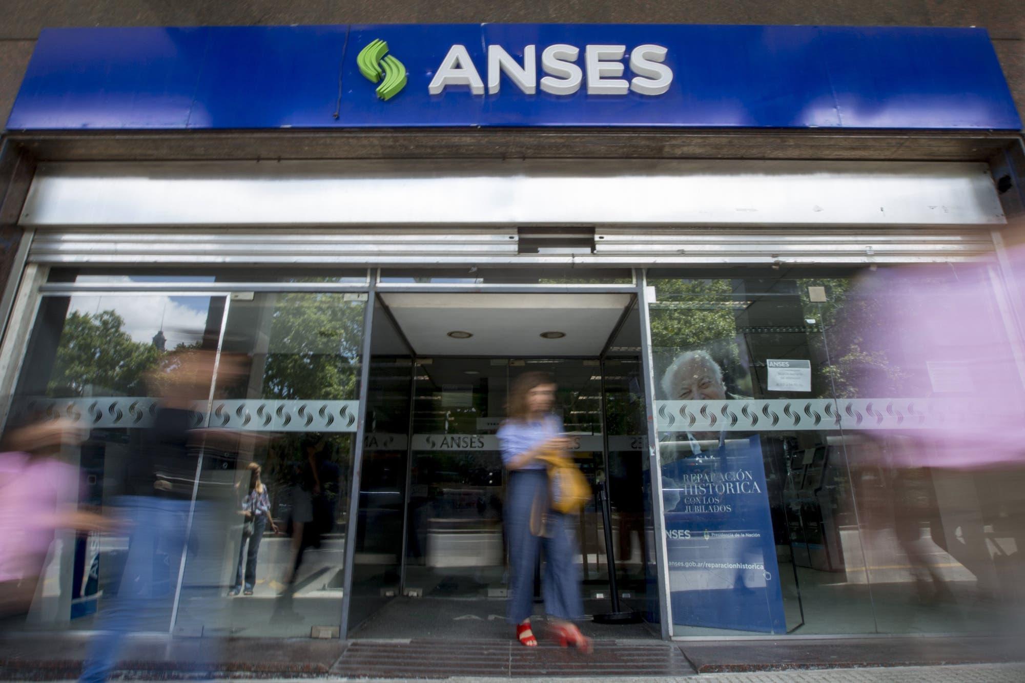 Ingreso Familiar de Emergencia: desde mañana se sabrá quiénes cobran el bono de la Anses
