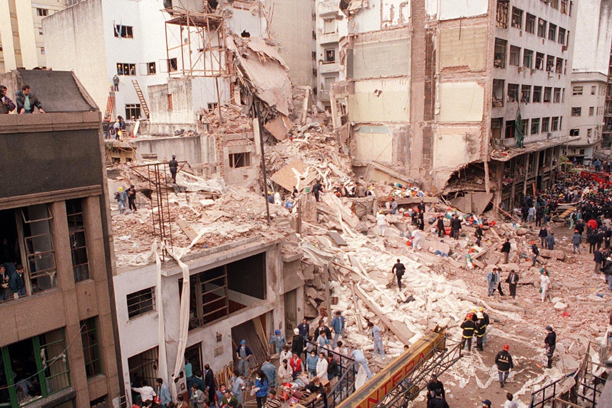 Atentado a la AMIA: los medios argentinos recuerdan a las víctimas de 1994