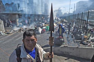 La limpieza comenzó horas después de que el presidente Lenín Moreno y los líderes indígenas llegaran a un acuerdo el domingo por la noche para cancelar el paquete de austeridad en disputa.