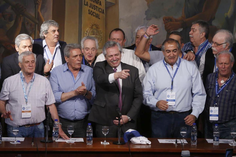 Alberto Fernández, en la CGT: gestos a Cristina y el homenaje a Ubaldini y Rucci