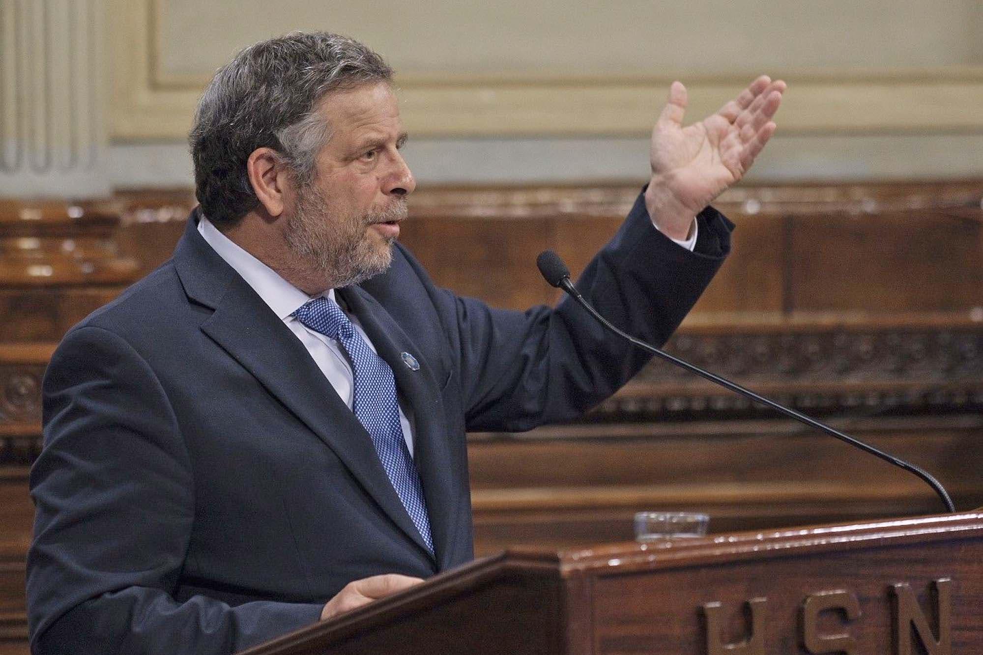 Adolfo Rubinstein cruzó a Ginés González García por las vacunas retenidas en la Aduana