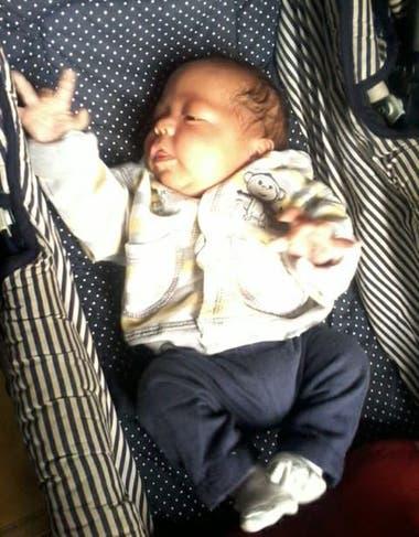 Leo, el mellizo que había nacido sin signos vitales y fue reanimado por un policía