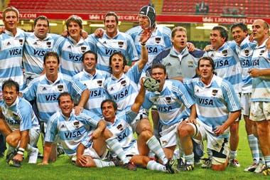 El festejo final del seleccionado, después de un empate histórico en Cardiff