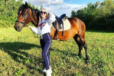 Nadezhda se dio de baja de todas las redes sociales cuando se hizo viral su foto, pero ahora volvió a abrir sus perfiles