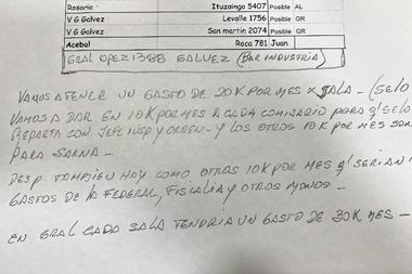 """Uno de los documentos encontrados en un allanamiento señala el pago de coimas a una persona identificada con el apodo """"Sarna"""""""