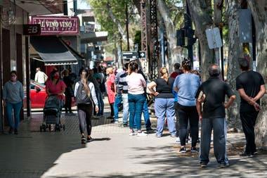 Rosario pasó de ser una de las ciudades con más aperturas de actividades a estar al borde del colapso sanitario