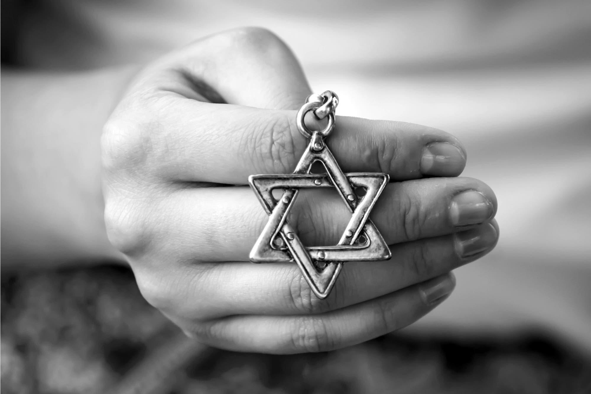 Antisemitismo: el contenido de odio se mantiene, pero en 2019 se redujo su visibilidad en Facebook y YouTube, según el Congreso Judío Latinoamericano