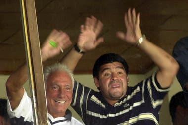 Maradona y Guillermo Coppola en Cuba, durante su rehabilitación en el año 2000