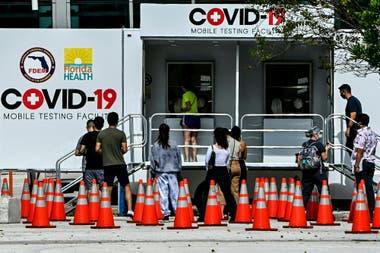 En Miami se instalaron móviles de testeos gratuitos