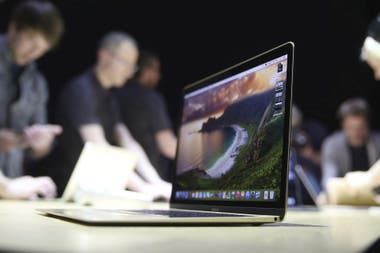 La transferencia de datos, video y recarga de energía de la MacBook de Apple quedan concentrados en el flamante puerto USB-C