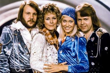 El grupo ABBA vuelve a los escenarios tras su separación en 1982 y anunció la grabación de dos temas nuevos