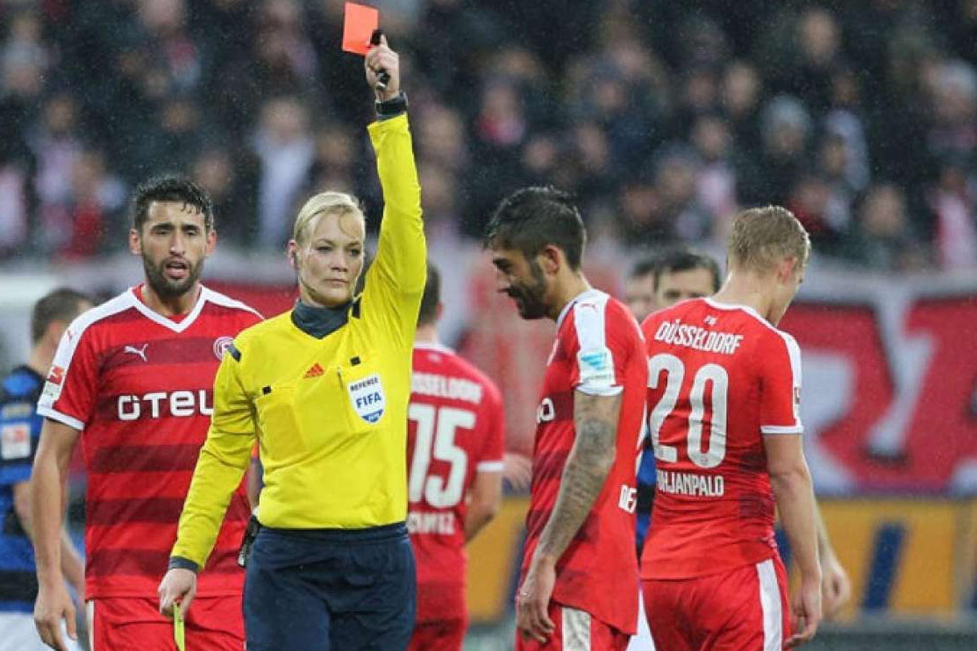 Una mujer, clave en la creación de las tarjetas amarillas y rojas en el fútbol