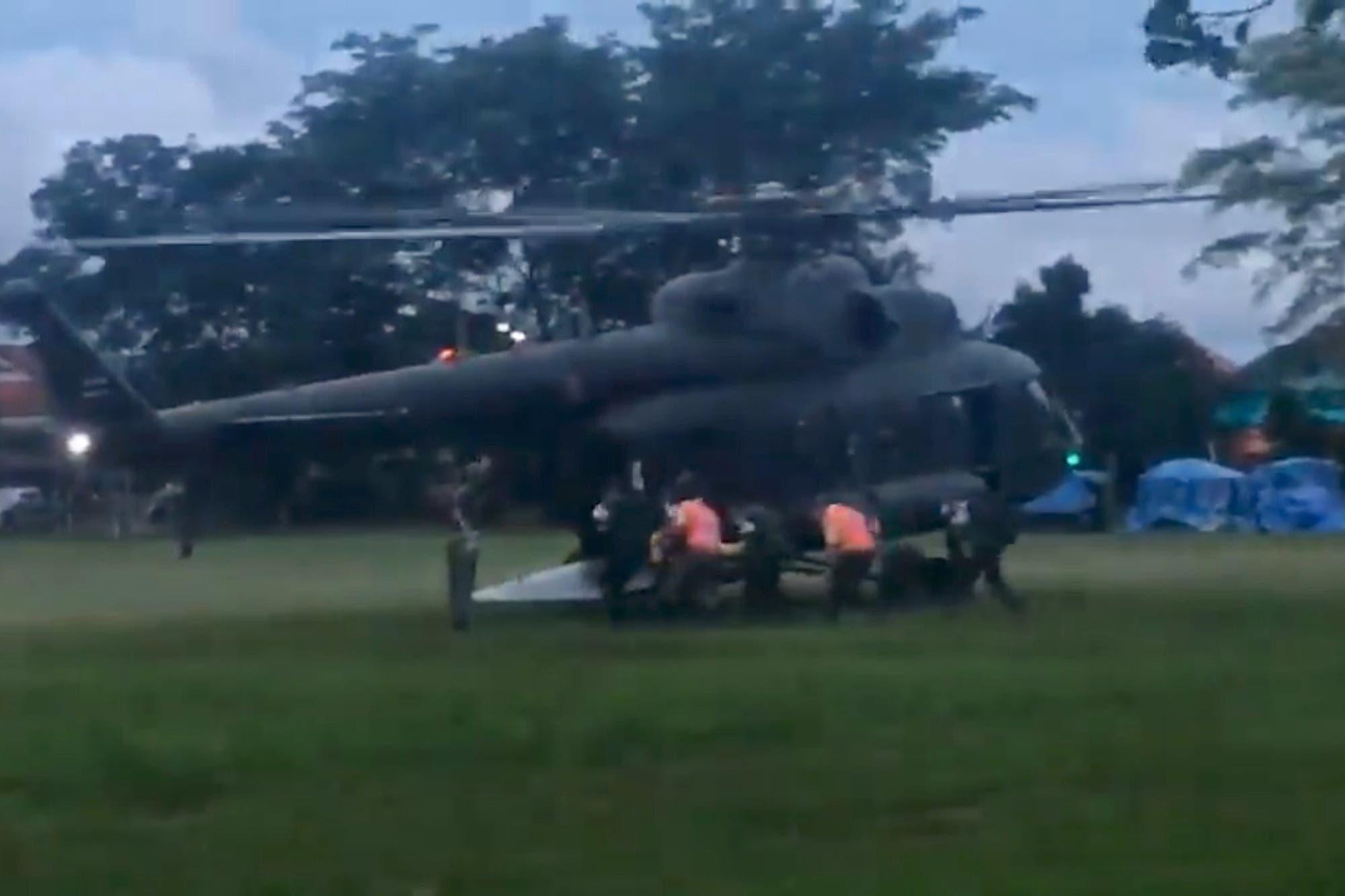 Pasadas las primeras horas de la mañana, en el lugar de los hechos se registró el arribo de un helicóptero y una ambulancia