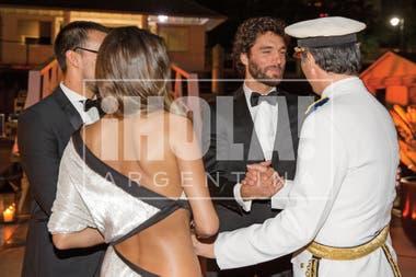 Javier Iturrioz les dio la bienvenida a Pampita y Mariano, que llegaron a la fiesta pasadas las diez de la noche, cuando todos los invitados ya estaban en el cóctel de recepción