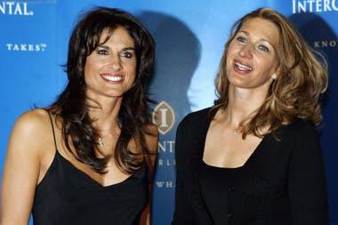 Gaby Sabatini y Steffi Graf, grandes rivales y amigas; la imagen corresponde a 2004, tras una exhibición en Berlín