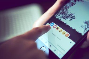 El botón me gusta y sus variantes, que que están presentes en todas las redes sociales, generan en el cerebro un refuerzo positivo intermitente