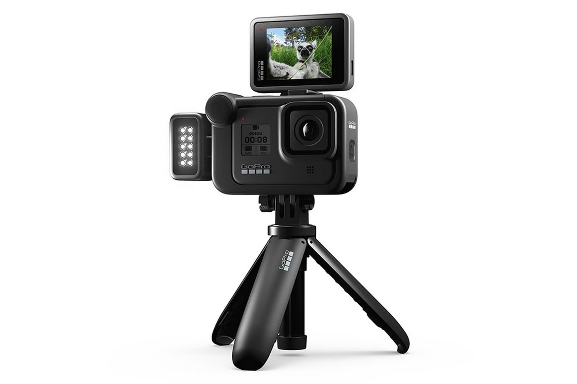 GoPro Hero 8 Black: la cámara todo terreno ahora suma un micrófono, luces LED y una pantalla extra