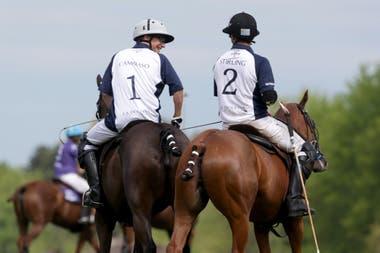 Castagnola y David Stirling, que fue compañero su padre en la temporada 2010 y lo saludó poco antes de que montara para debutar en el máximo nivel del polo.