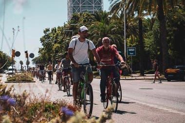 El argentino Pedro Angulo decidió suspender sus tours en bicicleta