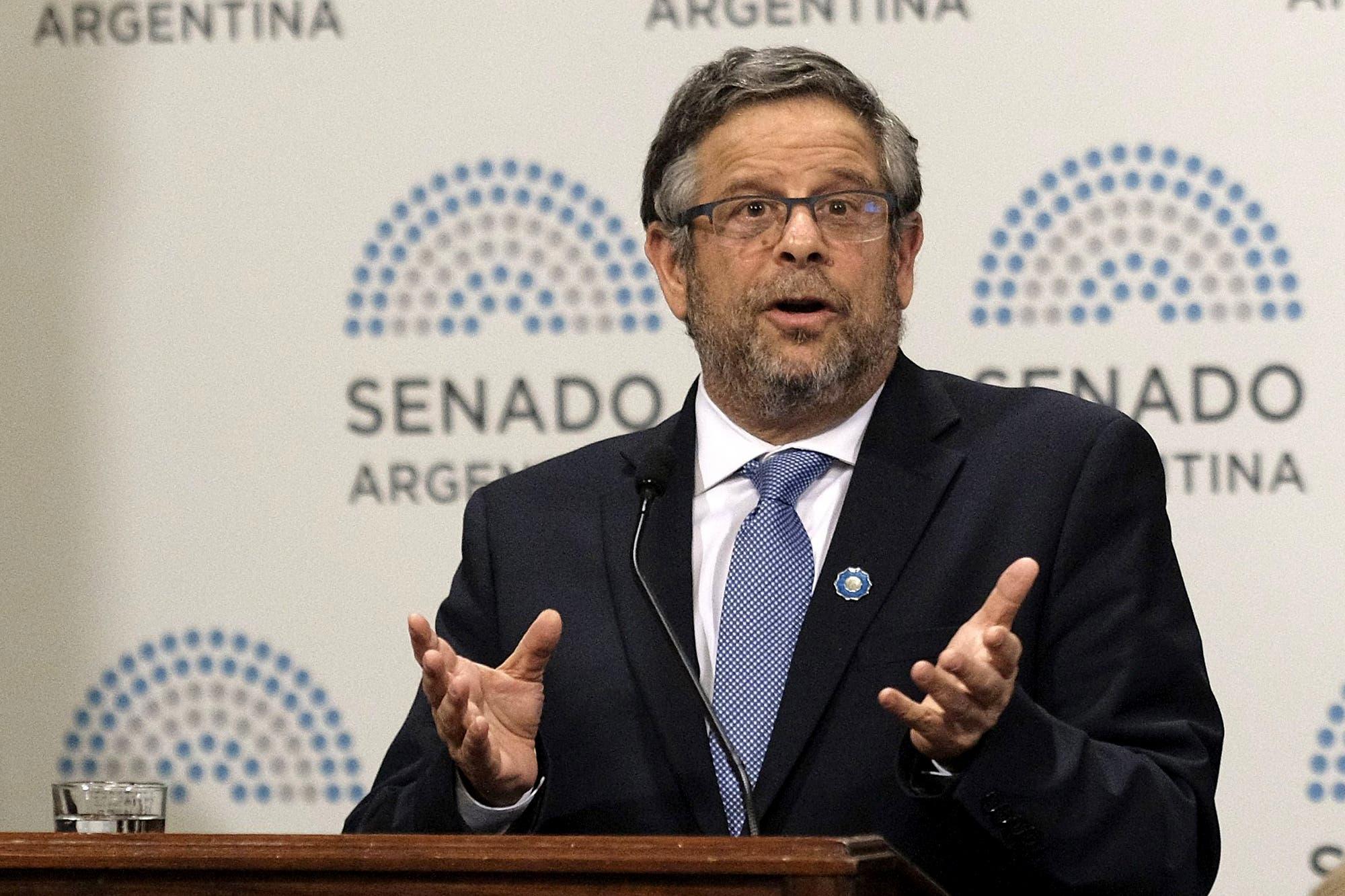 Adolfo Rubinstein renuncia como secretario de Salud tras la polémica por el aborto