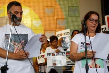 Los padres de Lucas Menghini Rey, símbolo de la lucha de los familiares de las víctimas de la tragedia de Once.