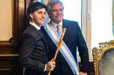 Alberto Fernández y su hijo Estanislao, en la Casa Rosada