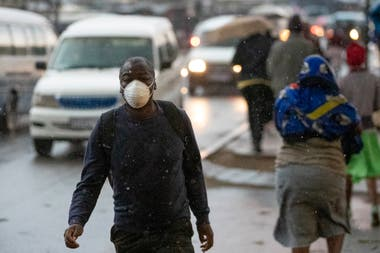 En Sudáfrica volvieron a subir los casos de coronavirus y el jueves comenzará a regir el confinamiento obligatorio