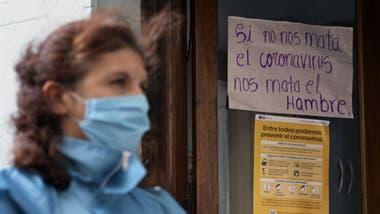 Aunque la economía se ha reactivado en partes del país, cientos de miles de argentinos permanecen sin poder trabajar