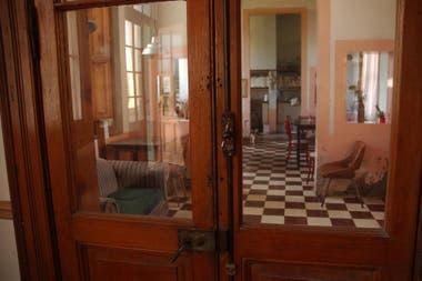 El lujoso Boulevard Atlántico Hotel contaba con 76 habitaciones, un gran salón comedor, pisos de pinotea, patios en galería, techos de pizarra negra