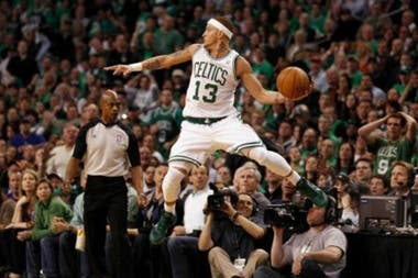En sus ocho temporadas en la NBA, en las que defendió a los Boston Celtics, Seattle SuperSonics, Cleveland Cavaliers y Dallas Mavericks, ganó 16 millones de dólares