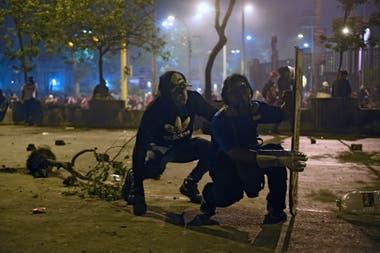 La policía avanzó contra los manifestantes con gases lacrimógenos