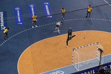 Un penal para Argentina durante el partido que disputaron contra la República Democrática de Congo.