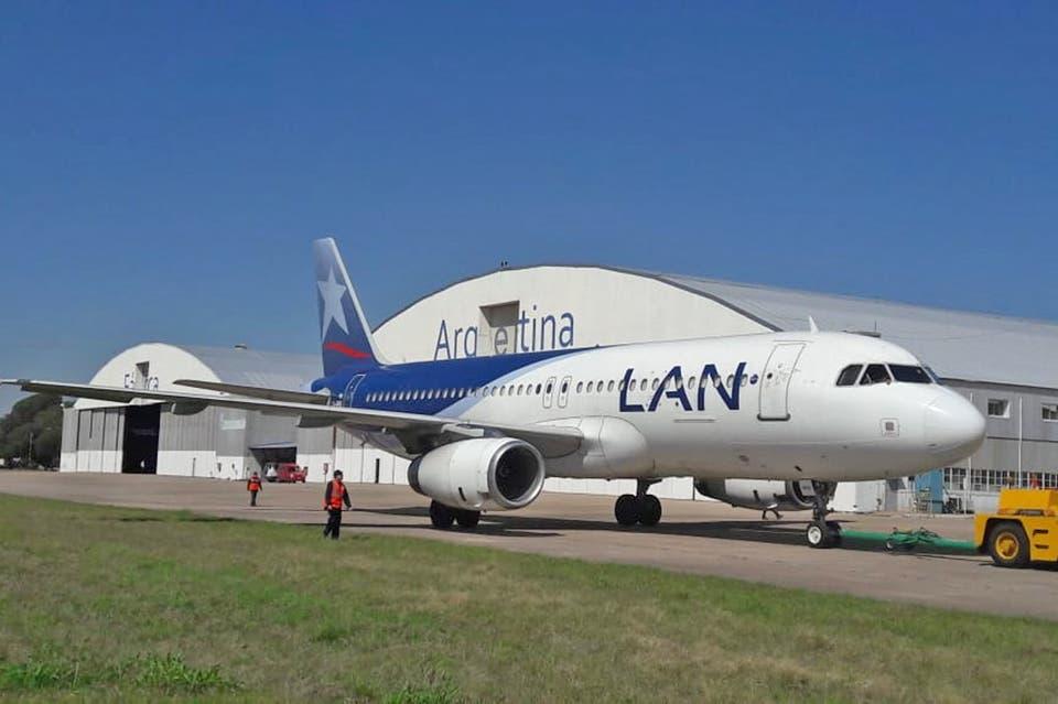 Resultado de imagen para La fábrica estatal de aviones mantendrá unidades de LAN Argentina