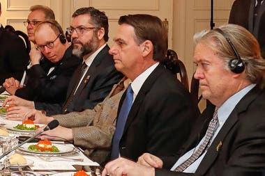 Resultado de imagen para bolsonaro y delegacion brasielaña a eeuu