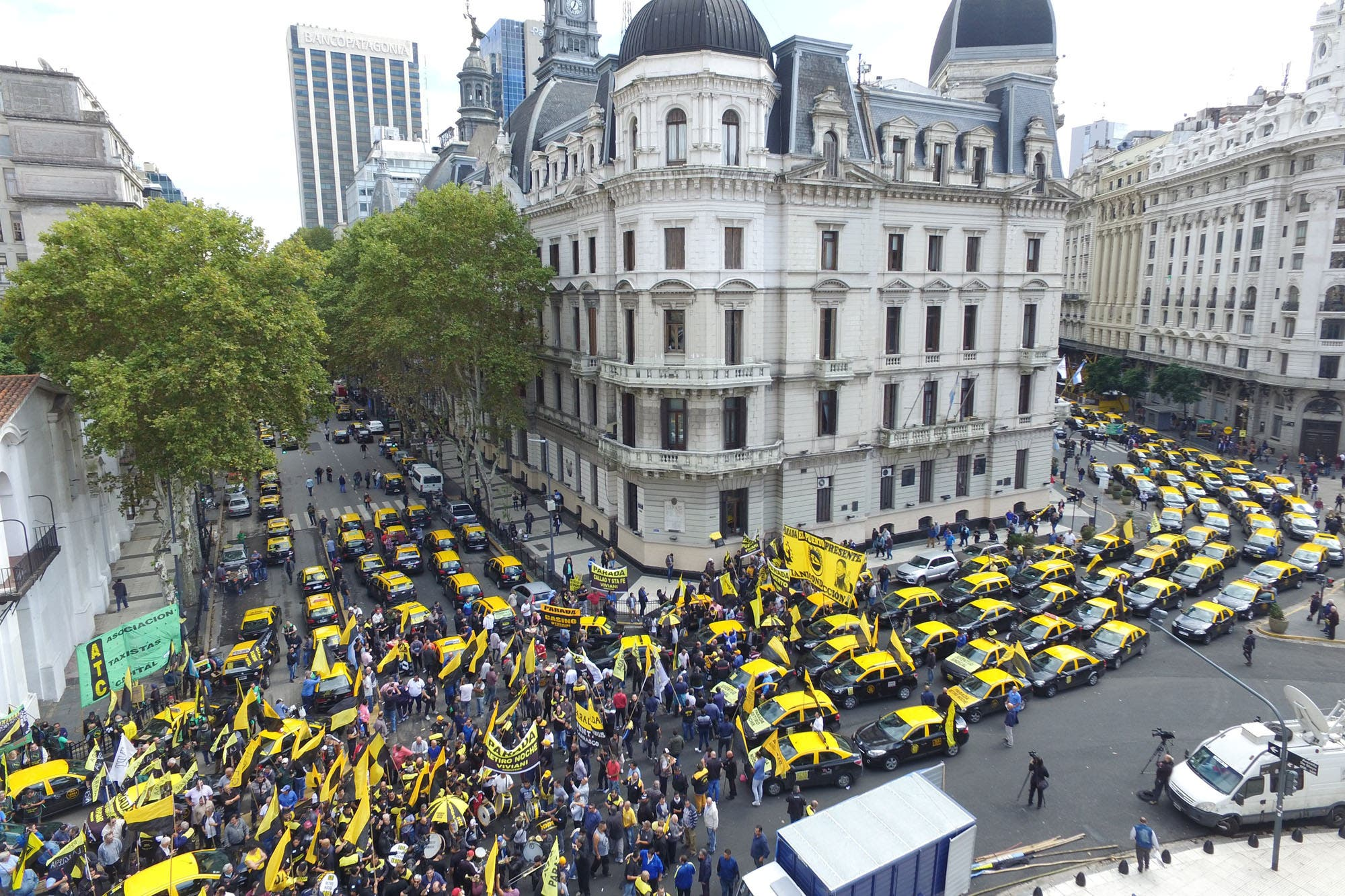 Mapa: los taxistas se movilizan en diez puntos de la ciudad para protestar contra Uber