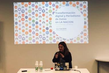 Momi Peralta Ramos, líder del equipo de LN Data, en la Maestría en Periodismo LN/UTDT