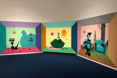 """Minoliti apela a formas abstractas y colores vivos para recrear las casas de muñecas, ese juego que suele asociarse con las nenas y que según ella """"impone una bajada de línea de cómo hay que vivir""""."""
