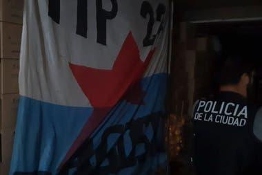 Uno de los estandartes del Movimiento Popular 22 de agosto encontrados en los allanamientos
