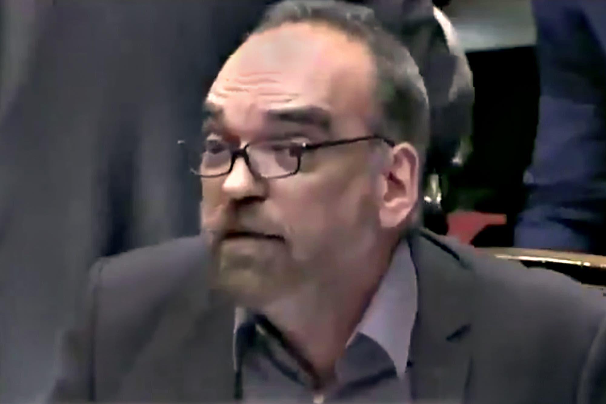 """Fernando Iglesias: """"Nos da vergüenza estar en una sesión donde los carteles dicen 'No al golpe' de un lado y 'Fuera Piñera' del otro"""""""