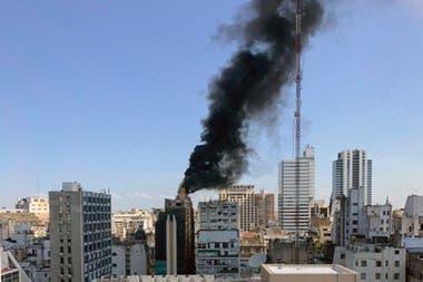Se Incendió La Terraza De Un Edificio En El Microcentro