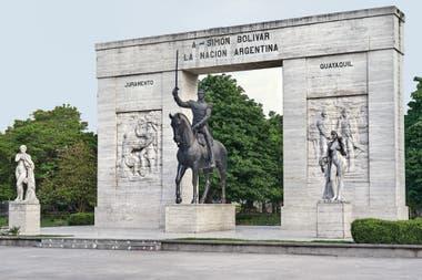 Monumento a Simón Bolívar en el Parque Rivadavia