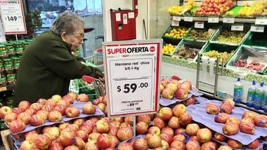 Los supermercados deben informar todos los días los precios de 23.000 artículos
