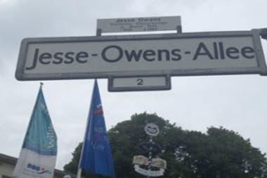 Jesse Owens tiene una calle en Berlín a modo de homenaje por lo que significó en la historia del deporte