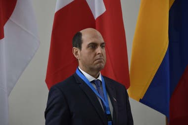 Andrés Parra como Sergio Jadue