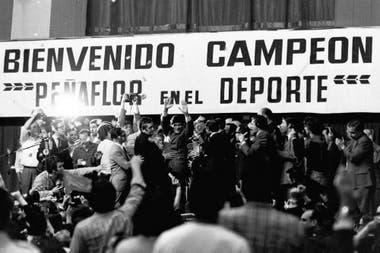 Carlos Monzón y un recibimiento triunfal en el Luna Park, el 14 de noviembre