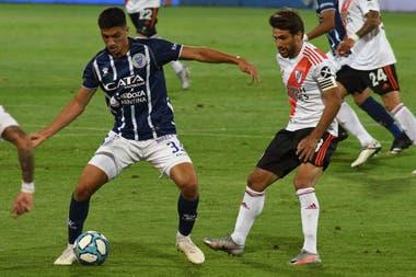"""Ponzio jugó """"a lo Palacios"""", pero al final retrocedió varios metros."""