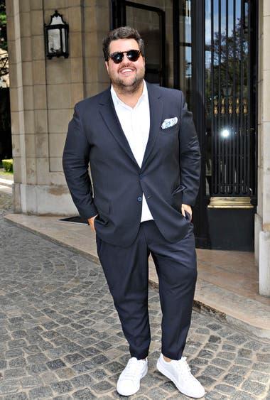 Darío Barassi eligió darle un toque descontracturado a su estilo poniéndose zapatillas