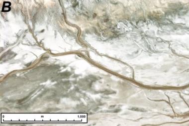 Crestas fluviales similares a las de Marte se encuentran en el sistema del río Amargosa de California, aunque el agua todavía corre a través del sistema