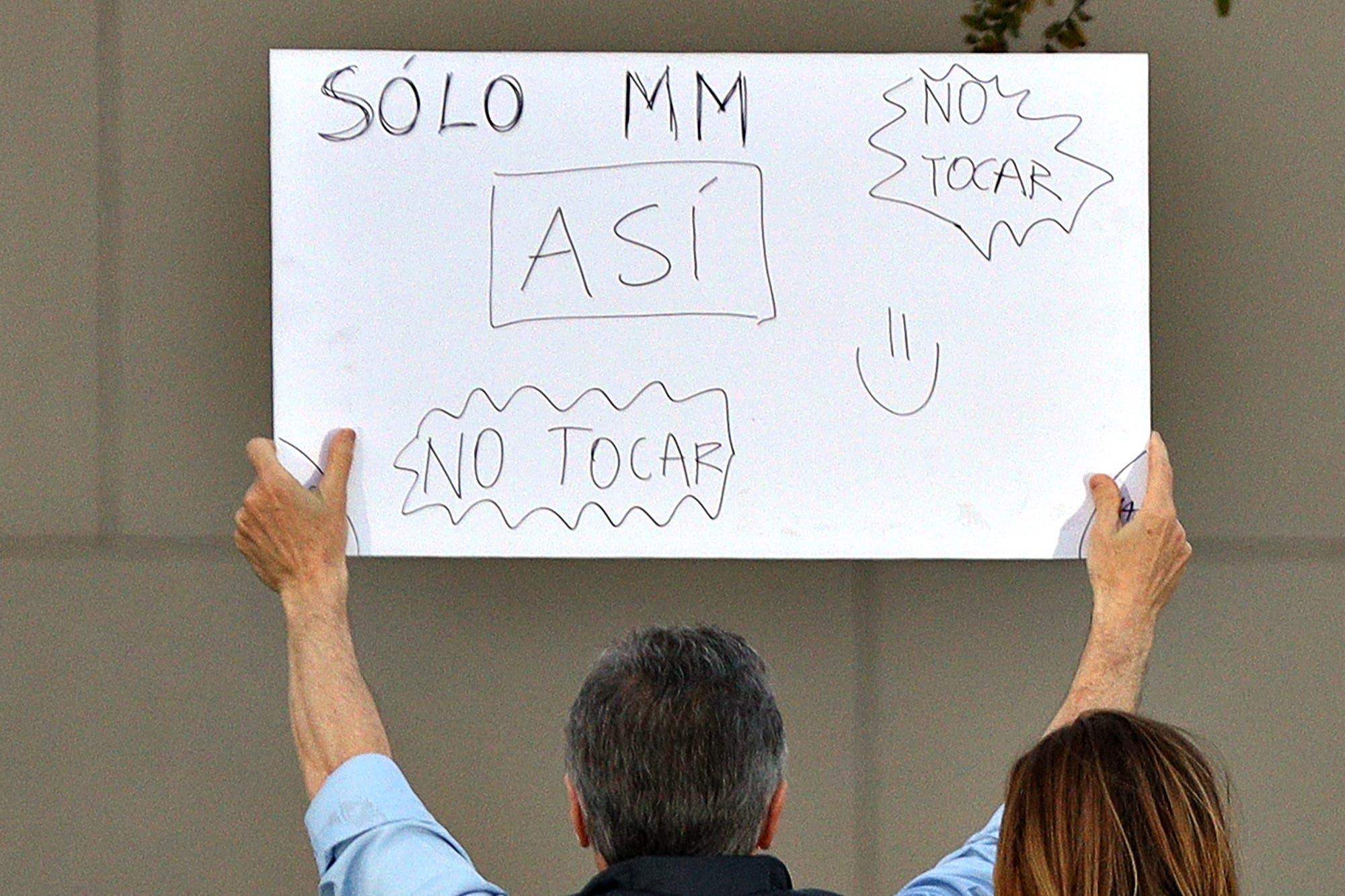 """Las instrucciones manuscritas del cartel que Macri mostró al final de la marcha del """"Sí se puede"""""""