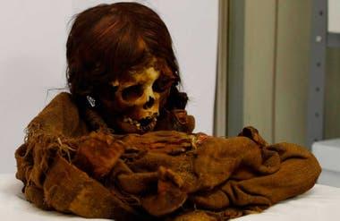 La Ñusta, la niña princesa con su moreno pelo largo.